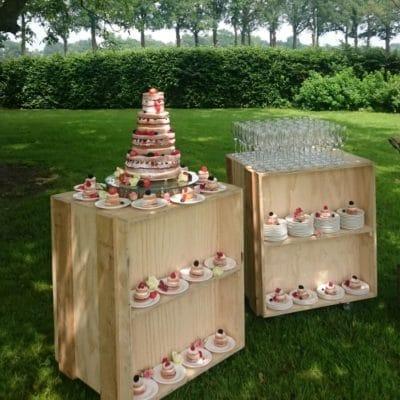 Boode catering op outdoor trouwfeest